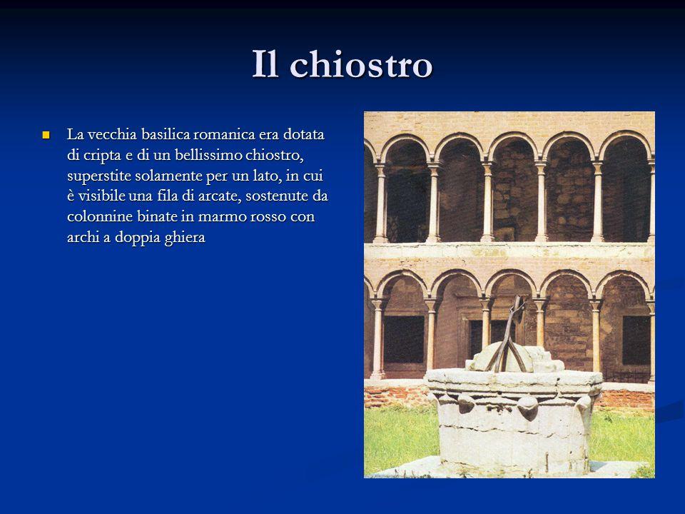 Il chiostro La vecchia basilica romanica era dotata di cripta e di un bellissimo chiostro, superstite solamente per un lato, in cui è visibile una fil
