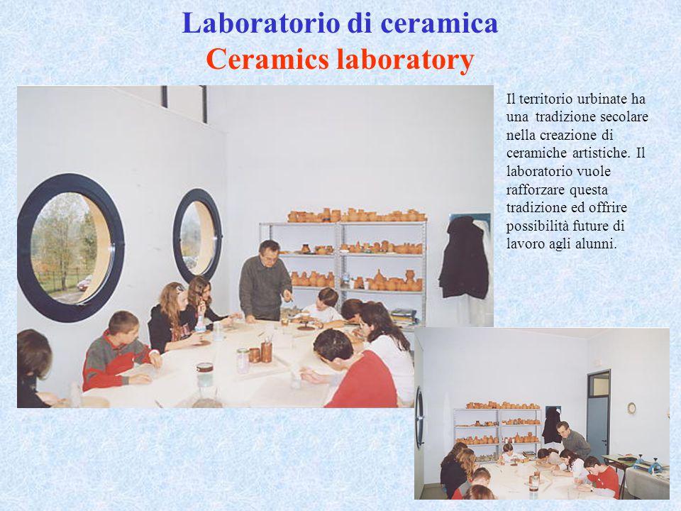 Laboratorio di ceramica Ceramics laboratory Il territorio urbinate ha una tradizione secolare nella creazione di ceramiche artistiche. Il laboratorio