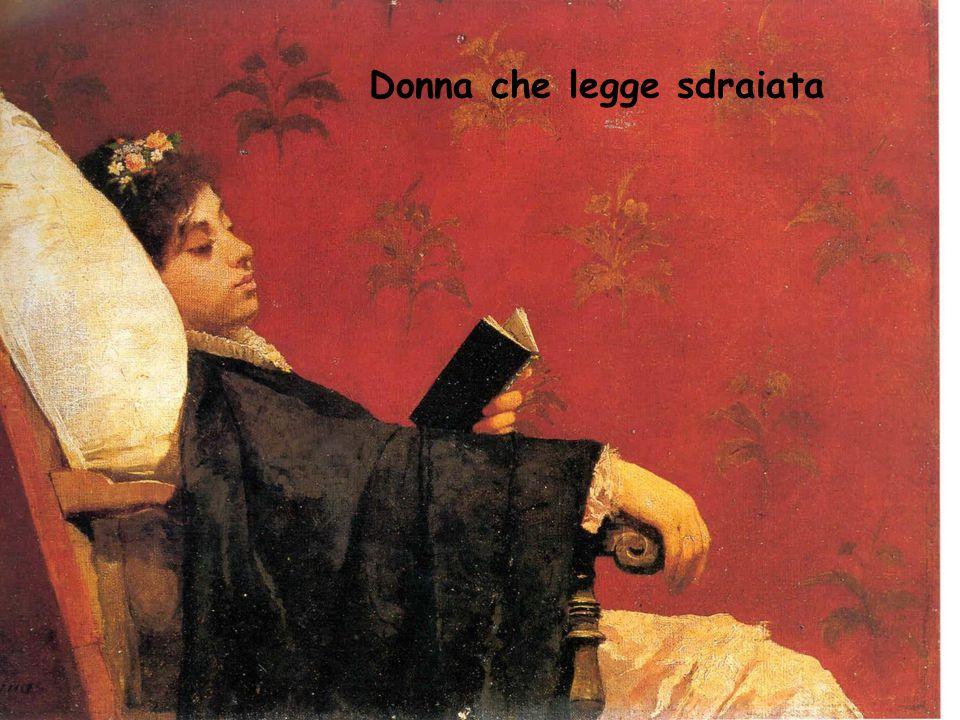 Donna che legge sdraiata