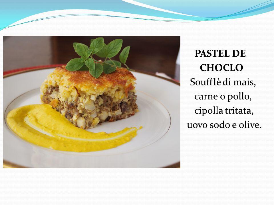 PASTEL DE CHOCLO Soufflè di mais, carne o pollo, cipolla tritata, uovo sodo e olive.