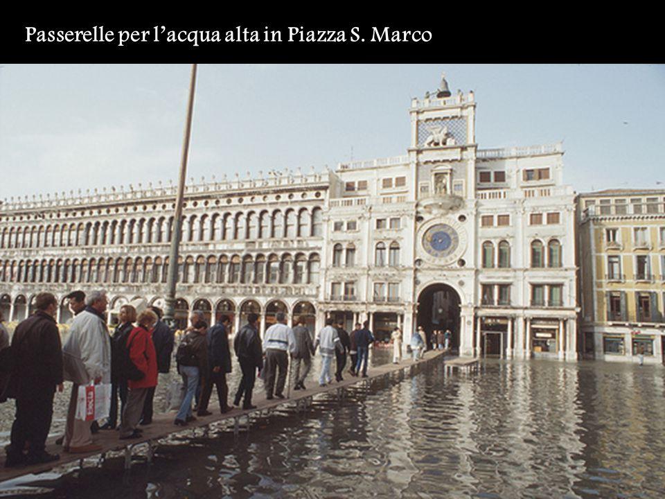 Passerelle per l'acqua alta in Piazza S. Marco