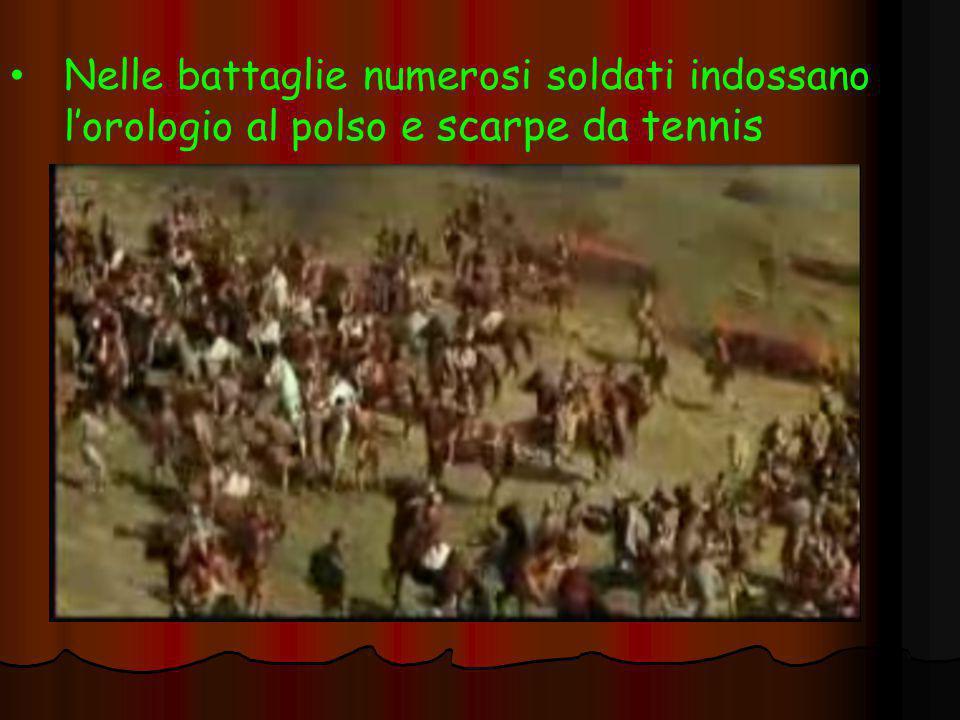 Nelle battaglie numerosi soldati indossano l'orologio al polso e scarpe da tennis