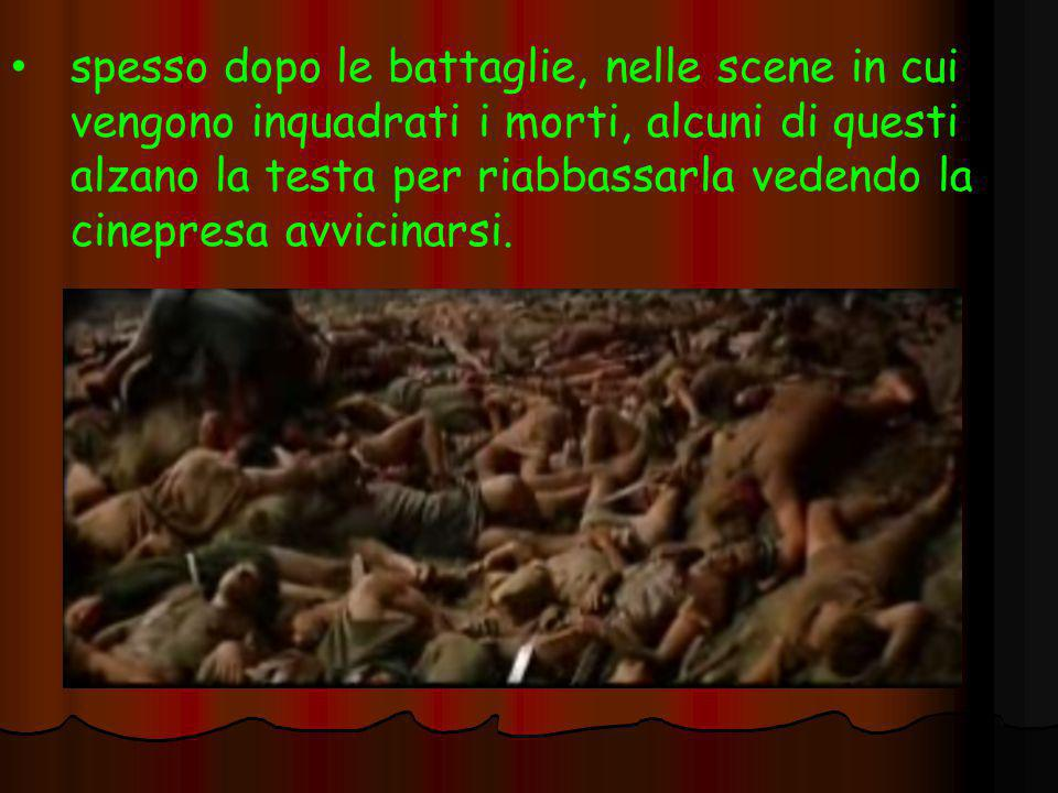 spesso dopo le battaglie, nelle scene in cui vengono inquadrati i morti, alcuni di questi alzano la testa per riabbassarla vedendo la cinepresa avvicinarsi.