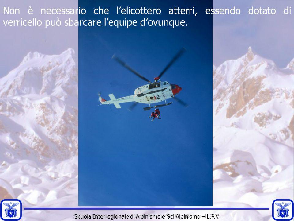 Non è necessario che l'elicottero atterri, essendo dotato di verricello può sbarcare l'equipe d'ovunque.