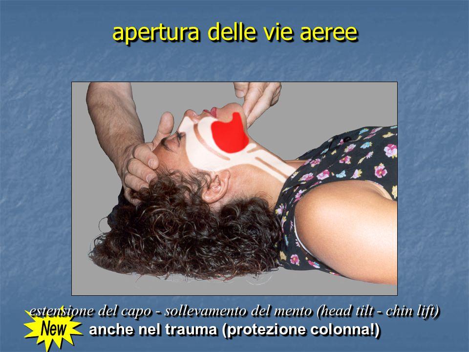 apertura delle vie aeree estensione del capo - sollevamento del mento (head tilt - chin lift) anche nel trauma (protezione colonna!) estensione del capo - sollevamento del mento (head tilt - chin lift) anche nel trauma (protezione colonna!)