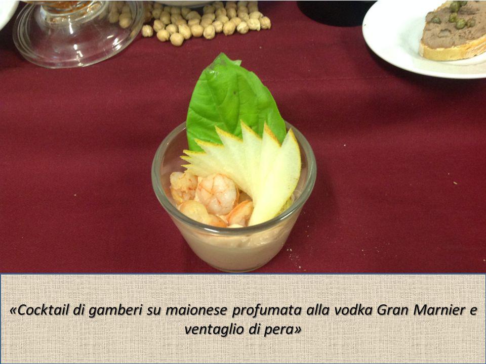 «Cocktail di gamberi su maionese profumata alla vodka Gran Marnier e ventaglio di pera»
