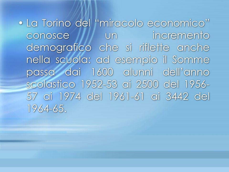 """La Torino del """"miracolo economico"""" conosce un incremento demografico che si riflette anche nella scuola: ad esempio il Somme passa dai 1600 alunni del"""