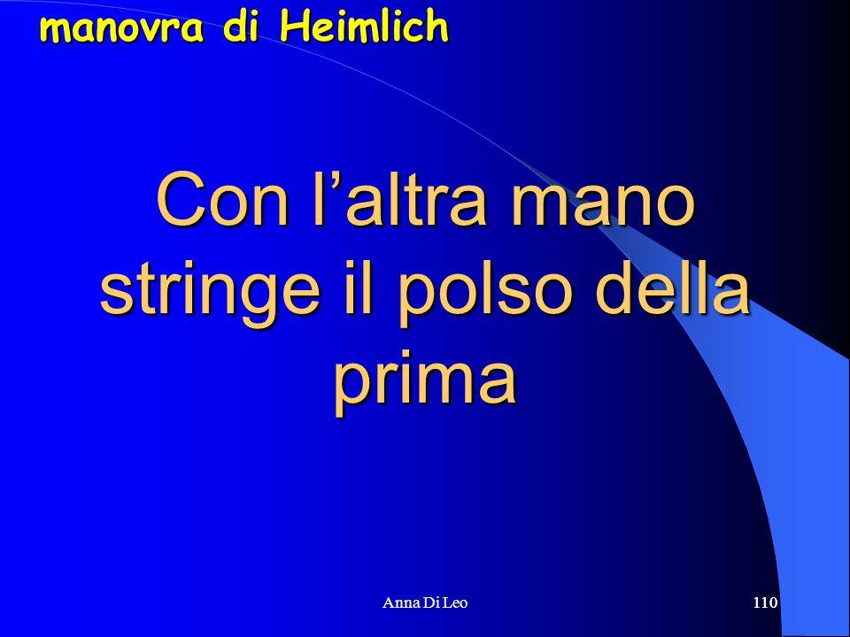 110Anna Di Leo110 Con l'altra mano stringe il polso della prima manovra di Heimlich