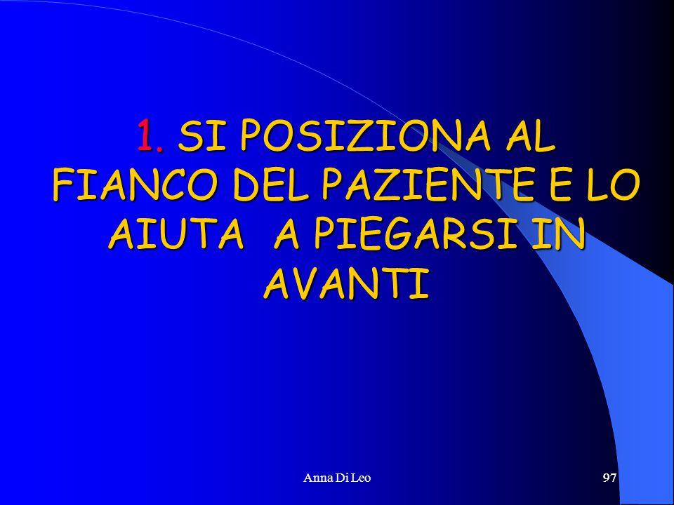 97Anna Di Leo97 1. SI POSIZIONA AL FIANCO DEL PAZIENTE E LO AIUTA A PIEGARSI IN AVANTI