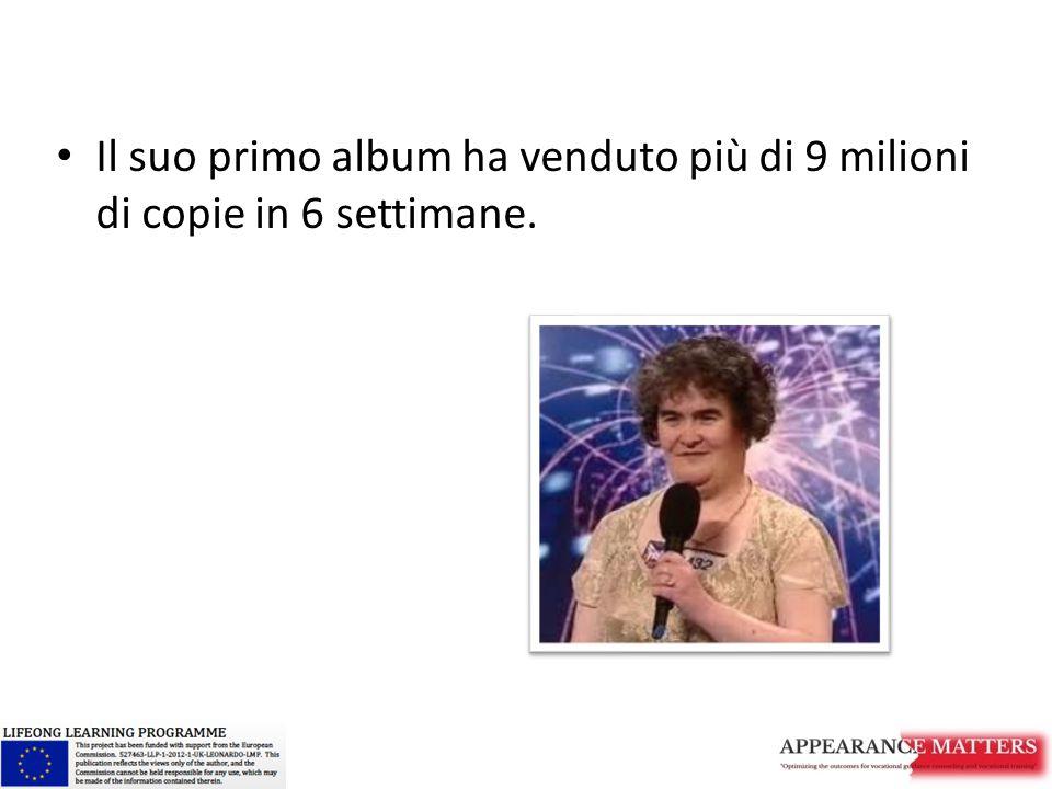 Il suo primo album ha venduto più di 9 milioni di copie in 6 settimane.
