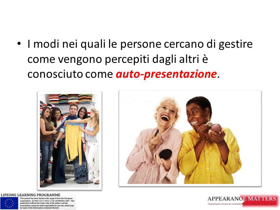 I modi nei quali le persone cercano di gestire come vengono percepiti dagli altri è conosciuto come auto-presentazione.