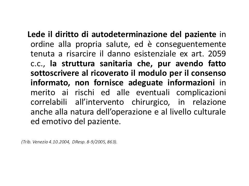 Lede il diritto di autodeterminazione del paziente in ordine alla propria salute, ed è conseguentemente tenuta a risarcire il danno esistenziale ex ar