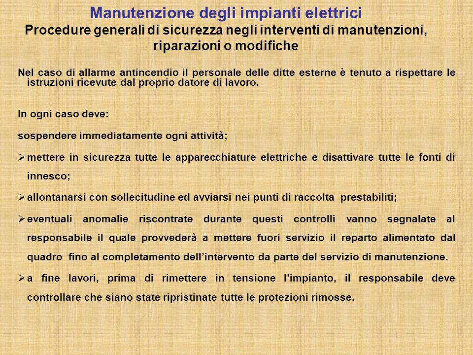 Manutenzione periodica- periodicità : 1 mese Nella cabina gli addetti alla manutenzione devono controllare:  l'esistenza della targa di portata e di immatricolazione;  le cerniere;  l'integrità del fondo;  le battute delle antine e degli eventuali magneti;  il fissaggio della soglia:  l'allarme;  il pulsante di ALT;  la pulizia della lampada di illuminazione e di emergenza;  le segnalazioni luminose;  l'integrità delle pareti e del soffitto;  la costola mobile e la fotocellula;  la targhetta luminosa di entrata in funzione del dispositivo automatico di riporto al piano più vicino in caso di mancanza di energia elettrica.