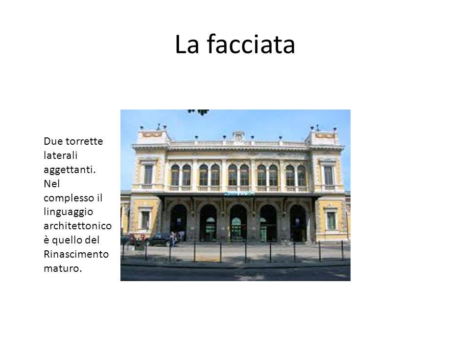 La facciata Due torrette laterali aggettanti. Nel complesso il linguaggio architettonico è quello del Rinascimento maturo.