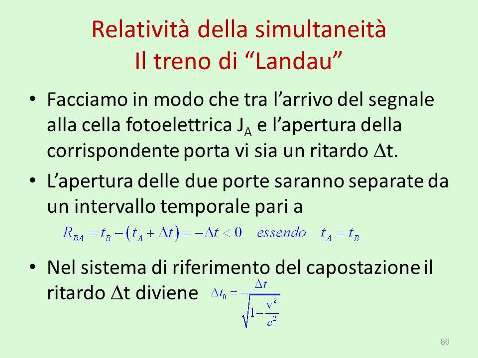 """Relatività della simultaneità Il treno di """"Landau"""" Facciamo in modo che tra l'arrivo del segnale alla cella fotoelettrica J A e l'apertura della corri"""