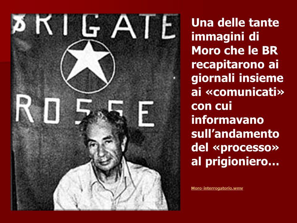 Una delle tante immagini di Moro che le BR recapitarono ai giornali insieme ai «comunicati» con cui informavano sull'andamento del «processo» al prigi