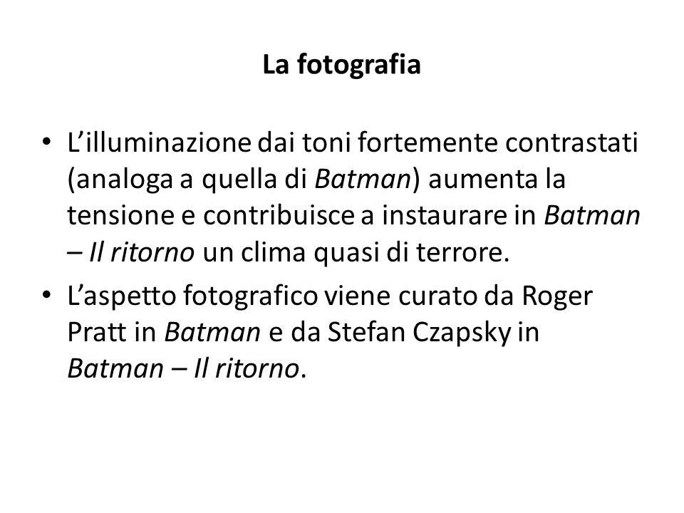 La fotografia L'illuminazione dai toni fortemente contrastati (analoga a quella di Batman) aumenta la tensione e contribuisce a instaurare in Batman – Il ritorno un clima quasi di terrore.