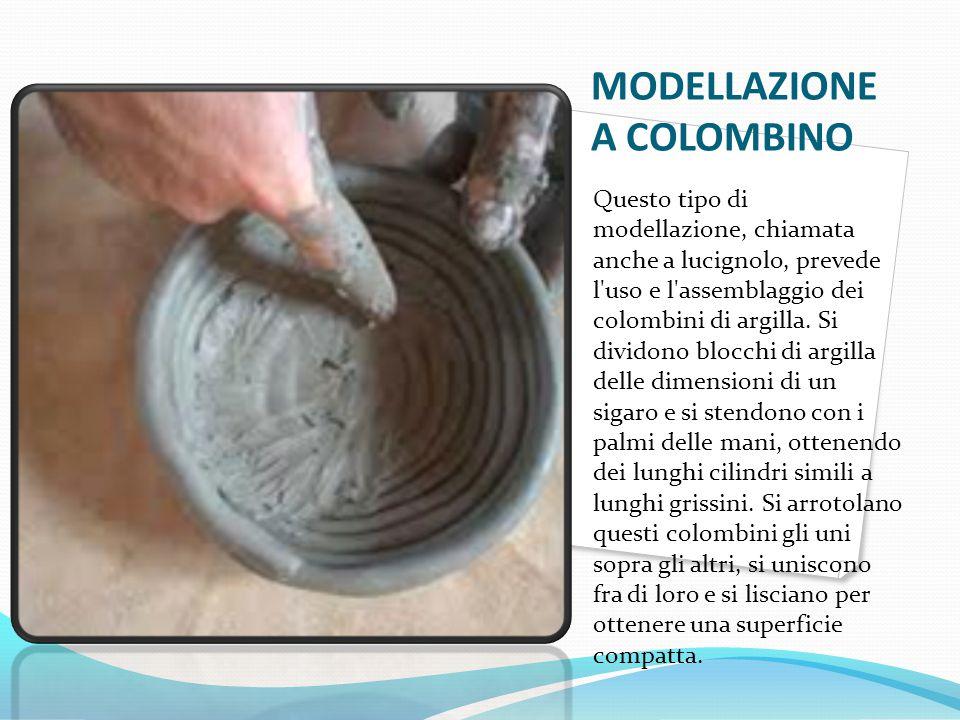 MODELLAZIONE A COLOMBINO Questo tipo di modellazione, chiamata anche a lucignolo, prevede l'uso e l'assemblaggio dei colombini di argilla. Si dividono