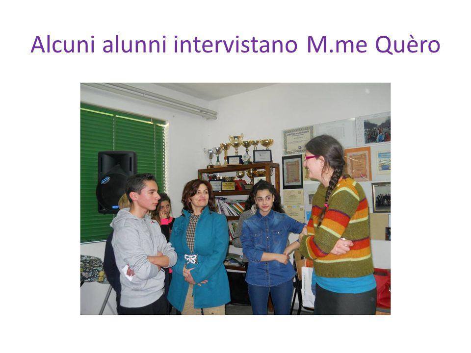 Alcuni alunni intervistano M.me Quèro