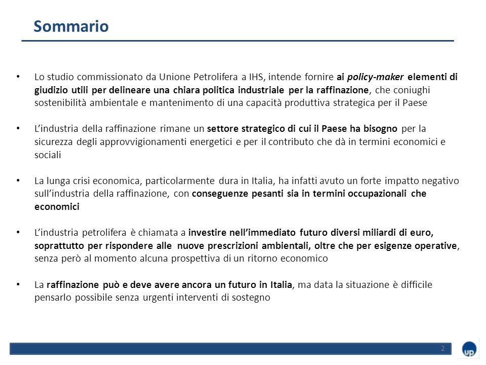 Sommario 2 Lo studio commissionato da Unione Petrolifera a IHS, intende fornire ai policy-maker elementi di giudizio utili per delineare una chiara politica industriale per la raffinazione, che coniughi sostenibilità ambientale e mantenimento di una capacità produttiva strategica per il Paese L'industria della raffinazione rimane un settore strategico di cui il Paese ha bisogno per la sicurezza degli approvvigionamenti energetici e per il contributo che dà in termini economici e sociali La lunga crisi economica, particolarmente dura in Italia, ha infatti avuto un forte impatto negativo sull'industria della raffinazione, con conseguenze pesanti sia in termini occupazionali che economici L'industria petrolifera è chiamata a investire nell'immediato futuro diversi miliardi di euro, soprattutto per rispondere alle nuove prescrizioni ambientali, oltre che per esigenze operative, senza però al momento alcuna prospettiva di un ritorno economico La raffinazione può e deve avere ancora un futuro in Italia, ma data la situazione è difficile pensarlo possibile senza urgenti interventi di sostegno