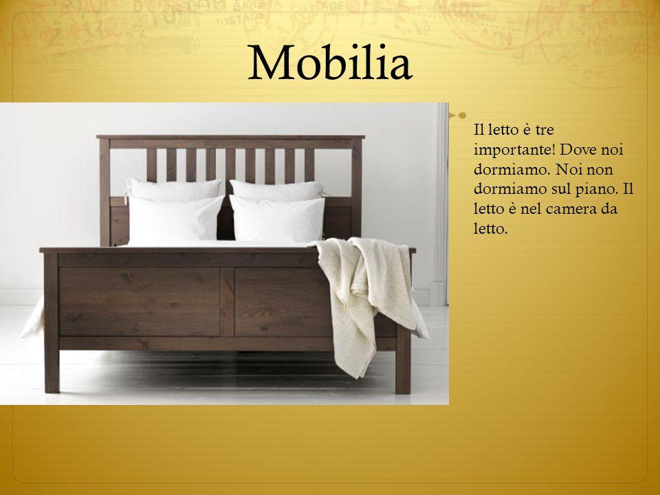 Mobilia Il letto è tre importante! Dove noi dormiamo. Noi non dormiamo sul piano. Il letto è nel camera da letto.