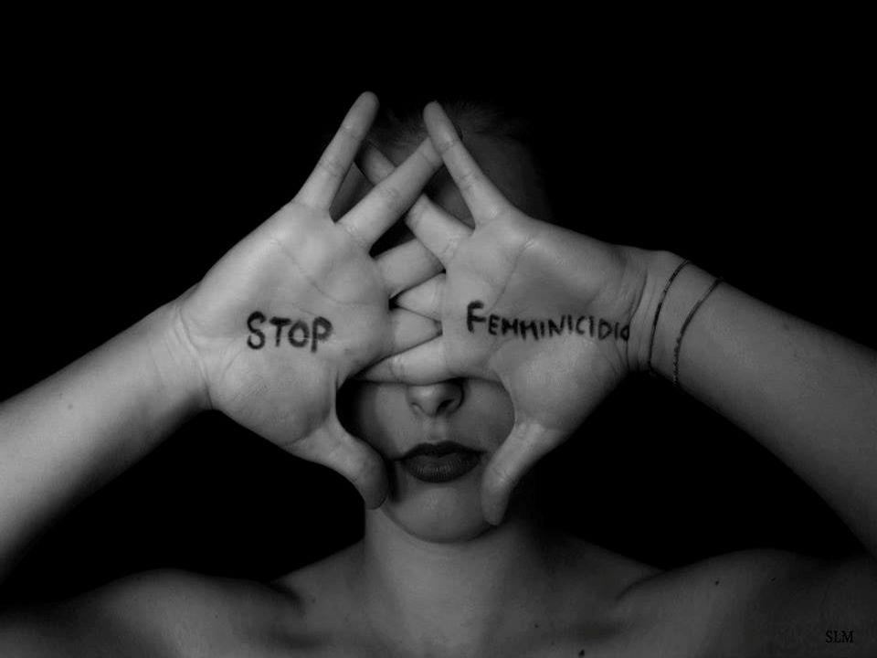 Femminicidio Qualsiasi forma di violenza esercitata sistematicamente sulle donne in nome di una sovrastruttura ideologica di matrice patriarcale, allo scopo di perpetuare la subordinazione e di annientare l identità attraverso l assoggettamento fisico o psicologico, fino alla schiavitù o alla morte Devoto-Oli