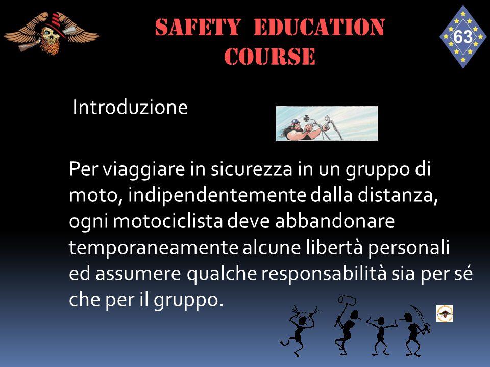 Introduzione Per viaggiare in sicurezza in un gruppo di moto, indipendentemente dalla distanza, ogni motociclista deve abbandonare temporaneamente alc