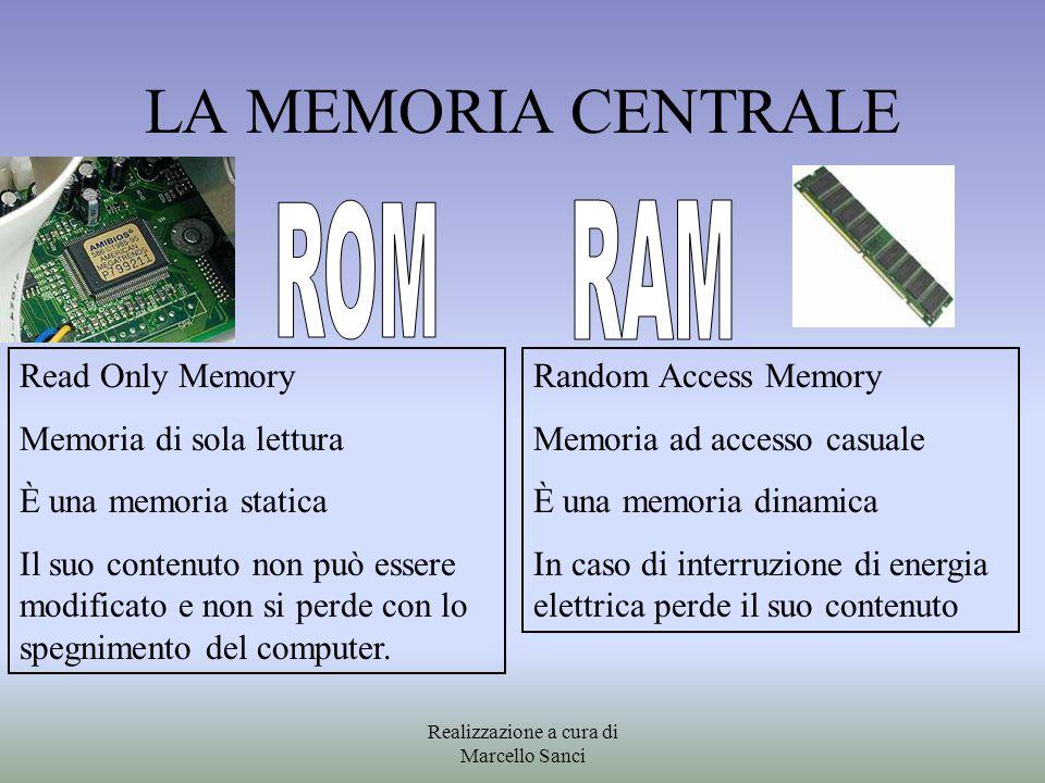 LA MEMORIA CENTRALE Read Only Memory Memoria di sola lettura È una memoria statica Il suo contenuto non può essere modificato e non si perde con lo sp