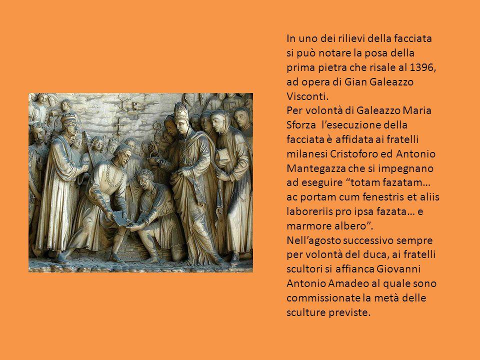 In uno dei rilievi della facciata si può notare la posa della prima pietra che risale al 1396, ad opera di Gian Galeazzo Visconti.