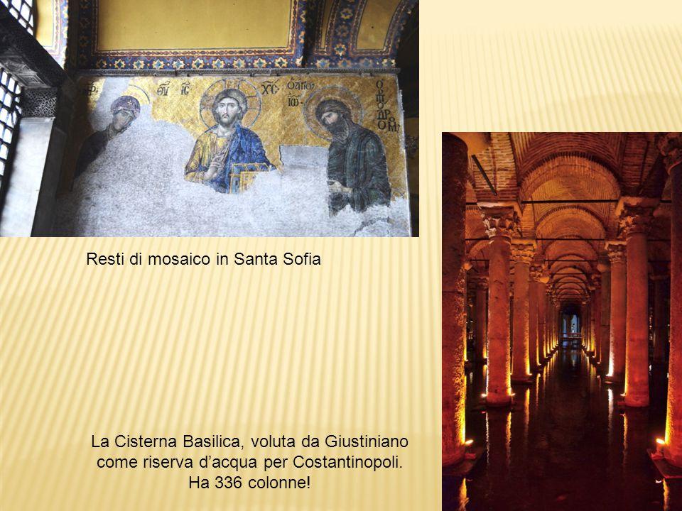 Resti di mosaico in Santa Sofia La Cisterna Basilica, voluta da Giustiniano come riserva d'acqua per Costantinopoli. Ha 336 colonne!