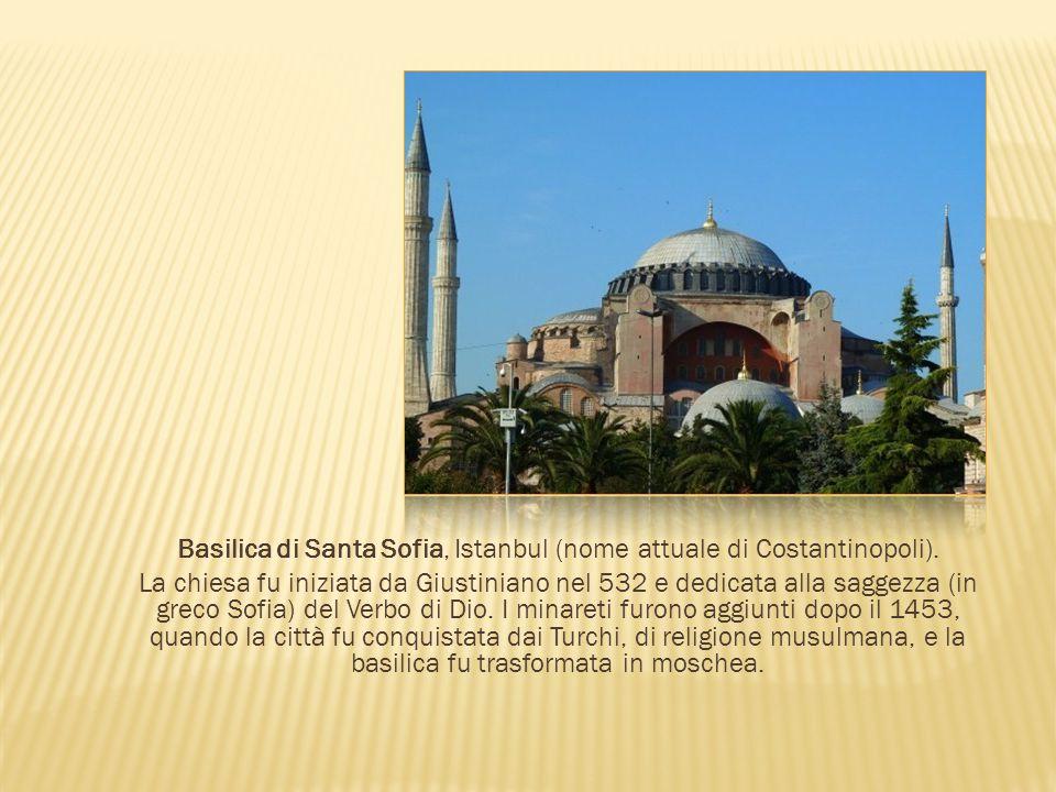 Basilica di Santa Sofia, Istanbul (nome attuale di Costantinopoli). La chiesa fu iniziata da Giustiniano nel 532 e dedicata alla saggezza (in greco So