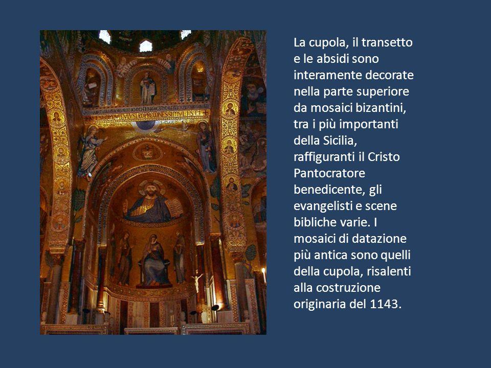 La cupola, il transetto e le absidi sono interamente decorate nella parte superiore da mosaici bizantini, tra i più importanti della Sicilia, raffigur