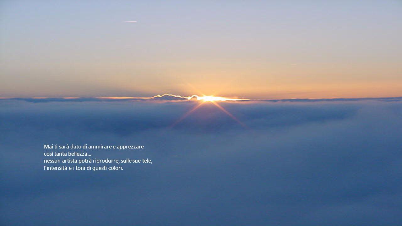 Sulla linea del mare, l'alba si annuncia con un lieve chiarore, poi, pian piano, l'apparir del sole viene a salutare un nuovo giorno.