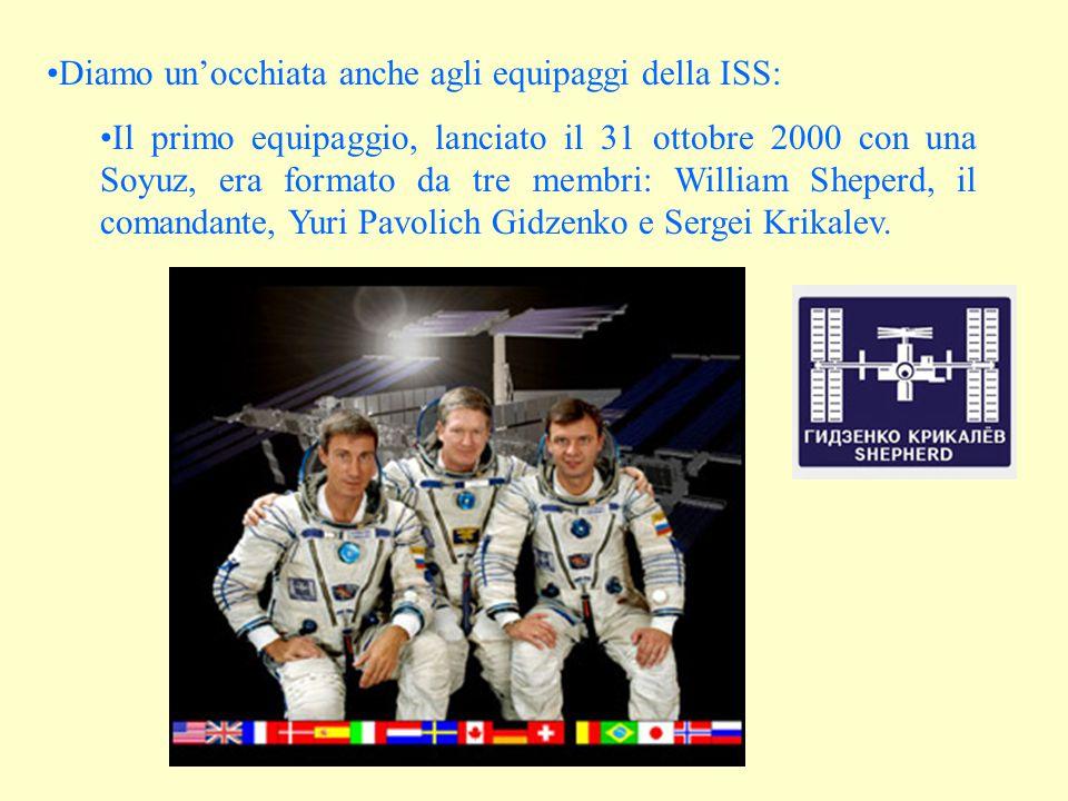 Diamo un'occhiata anche agli equipaggi della ISS: Il primo equipaggio, lanciato il 31 ottobre 2000 con una Soyuz, era formato da tre membri: William Sheperd, il comandante, Yuri Pavolich Gidzenko e Sergei Krikalev.