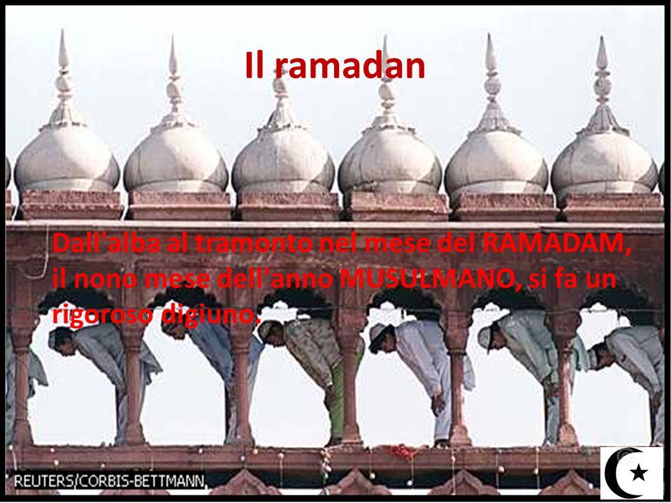 Il ramadan Dall'alba al tramonto nel mese del RAMADAM, il nono mese dell'anno MUSULMANO, si fa un rigoroso digiuno.