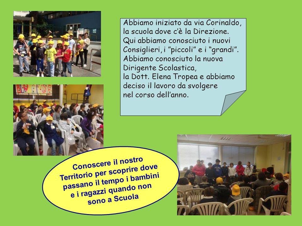 """Abbiamo iniziato da via Corinaldo, la scuola dove c'è la Direzione. Qui abbiamo conosciuto i nuovi Consiglieri, i """"piccoli"""" e i """"grandi"""". Abbiamo cono"""