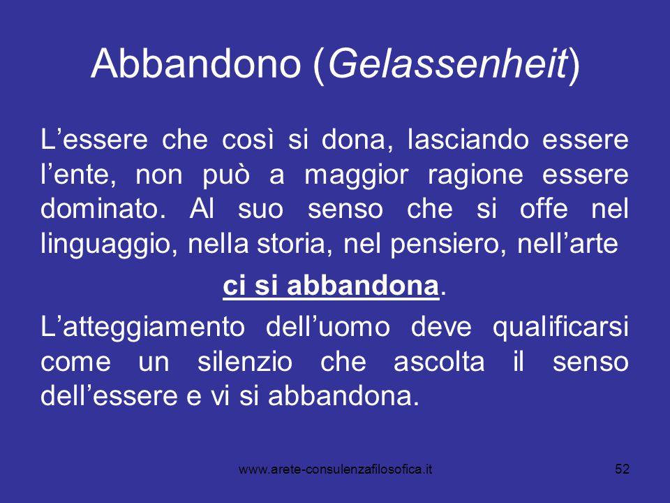 52 Abbandono (Gelassenheit) L'essere che così si dona, lasciando essere l'ente, non può a maggior ragione essere dominato. Al suo senso che si offe ne