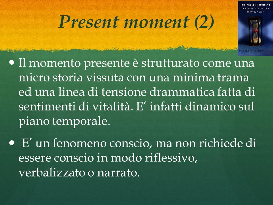 Present moment (2) Il momento presente è strutturato come una micro storia vissuta con una minima trama ed una linea di tensione drammatica fatta di sentimenti di vitalità.