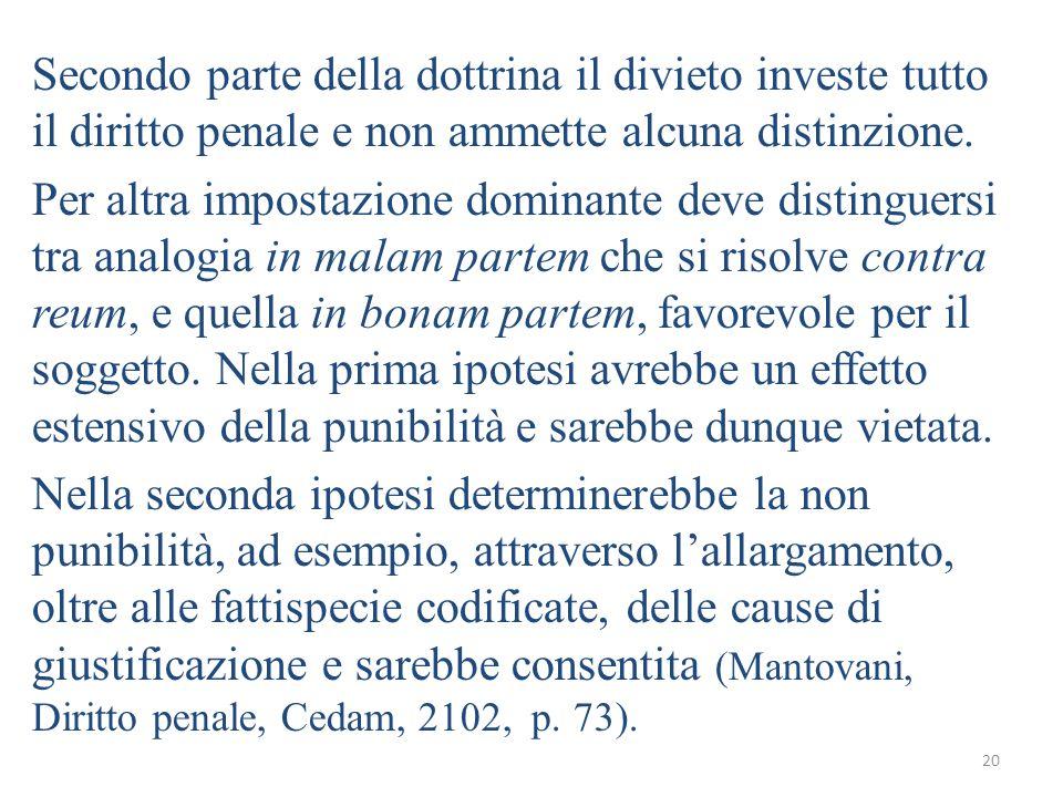 Secondo parte della dottrina il divieto investe tutto il diritto penale e non ammette alcuna distinzione.