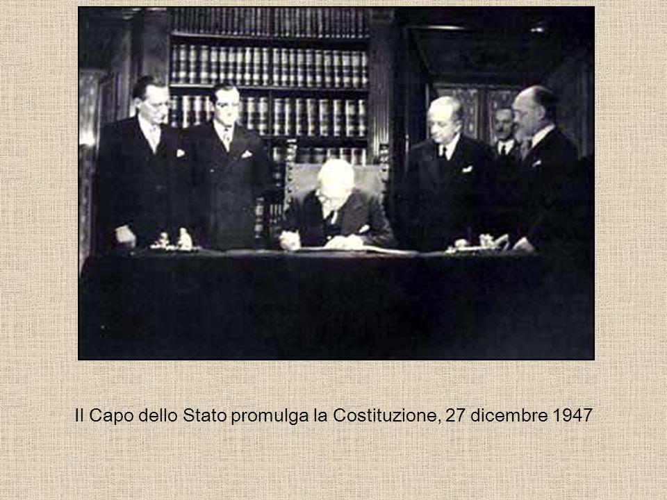 Il bozzetto del nuovo emblema della Repubblica Italiana scelto dalla Costituente fra 197 bozzetti L opera è del pittore Paolo Paschetto.
