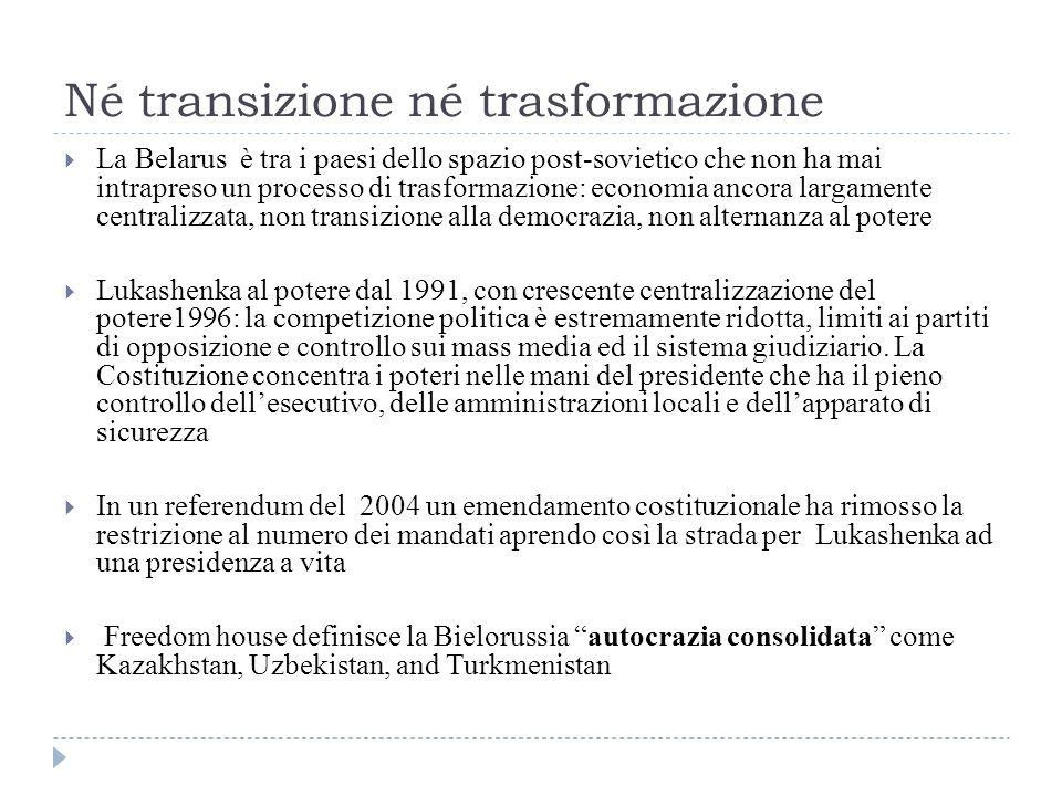 Ucraina e Romania  L indipendenza della Transnistria non viene riconosciuta, ma diventa un dato di fatto imposto dal Cremlino  Nel 1999 la Russia promette all Osce di ritirare le migliaia di suoi soldati (circa 1300) entro il 2003 ma ciò non avviene  il 3 marzo 2006, l Ucraina ha introdotto nuovi regolamenti doganali per le merci che transitano attraverso il confine della Transnistria: sono importabili in Ucraina solo i beni che hanno documenti rilasciati dalle Autorità moldave, in base all accordo doganale ucraino-moldavo del 30 dicembre 2005  La Transnistria e la Russia hanno protestato parlando di blocco economico imposto alla regione separatista  Il 28 dicembre 2009 i governi ucraino e moldavo hanno lanciato anche un processo di demarcazione dei loro 985 km di confine, sempre senza coinvolgere la Transnistria  Anche in questa circostanza la Transnistria e la Russia hanno protestato per una iniziativa che non è tesa alla soluzione negoziata della crisi