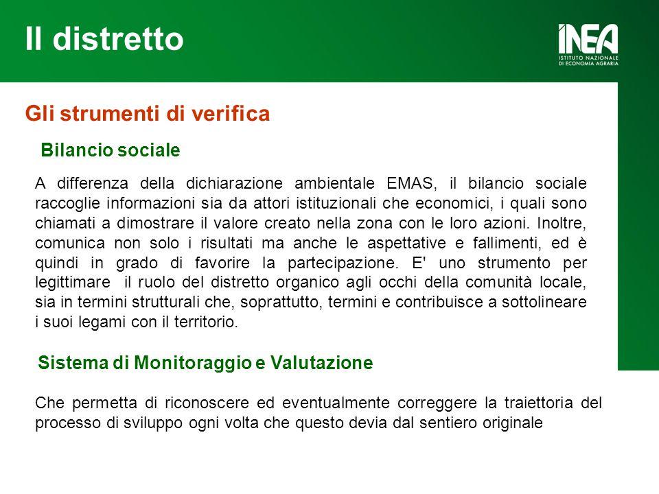 Il distretto Gli strumenti di verifica Bilancio sociale A differenza della dichiarazione ambientale EMAS, il bilancio sociale raccoglie informazioni sia da attori istituzionali che economici, i quali sono chiamati a dimostrare il valore creato nella zona con le loro azioni.
