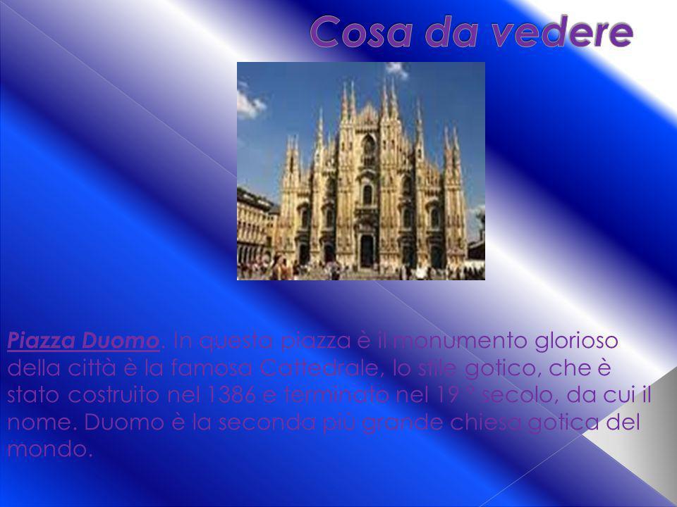 Piazza Duomo. In questa piazza è il monumento glorioso della città è la famosa Cattedrale, lo stile gotico, che è stato costruito nel 1386 e terminato