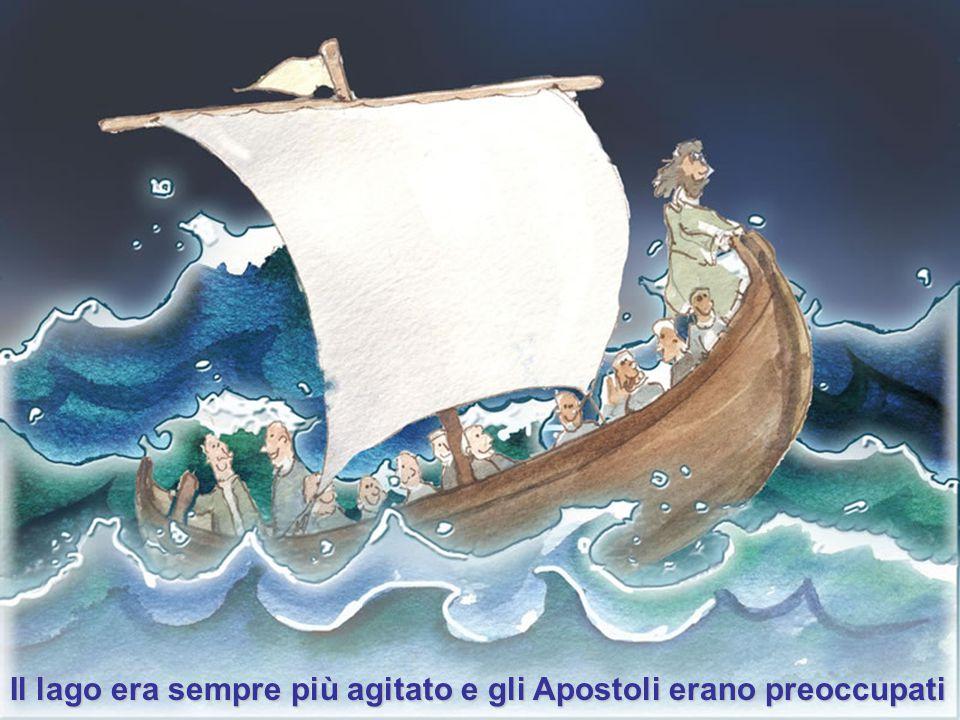 La barca, intanto, già lontana da terra, veniva sbattuta dalle onde perchè vi era un forte vento.