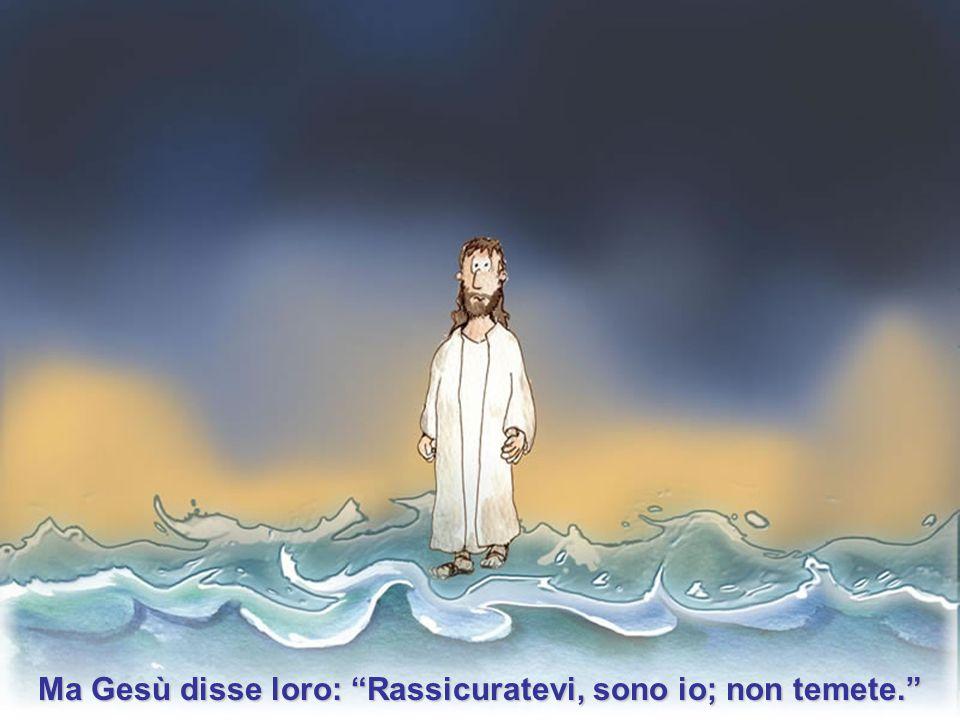 """Quando i discepoli lo videro camminare sull'acqua presero spavento e dissero:""""E' un fantasma"""" e gridarono per la paura."""