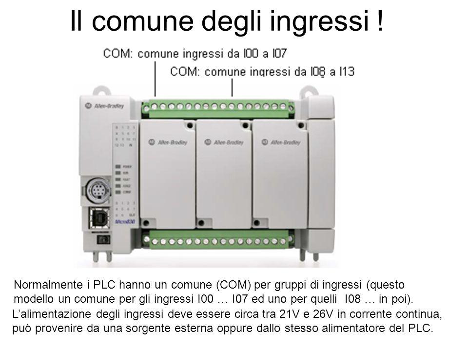 Il comune degli ingressi ! Normalmente i PLC hanno un comune (COM) per gruppi di ingressi (questo modello un comune per gli ingressi I00 … I07 ed uno