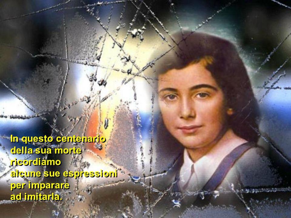 Nel 1988 il Papa Giovanni Paolo II proclama Laura Vicuña beata La addita ai giovani come modello di coerenza evangelica portata fino al dono della vita, per una missione di salvezza.