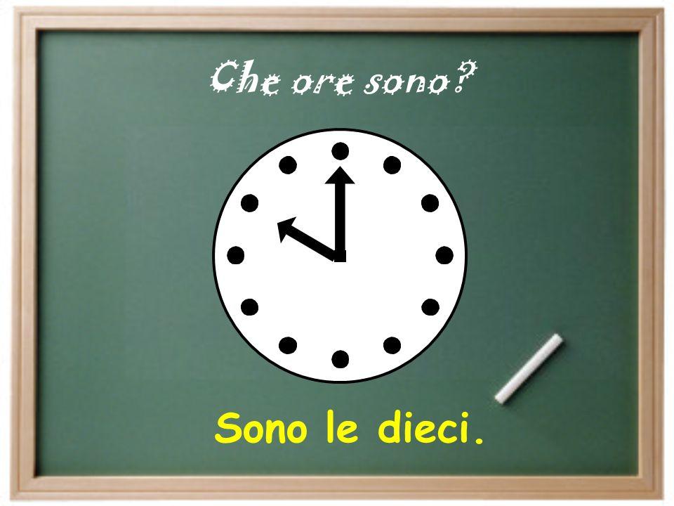 Answer the following questions in a complete Italian sentence: A che ora guardi la televisione.