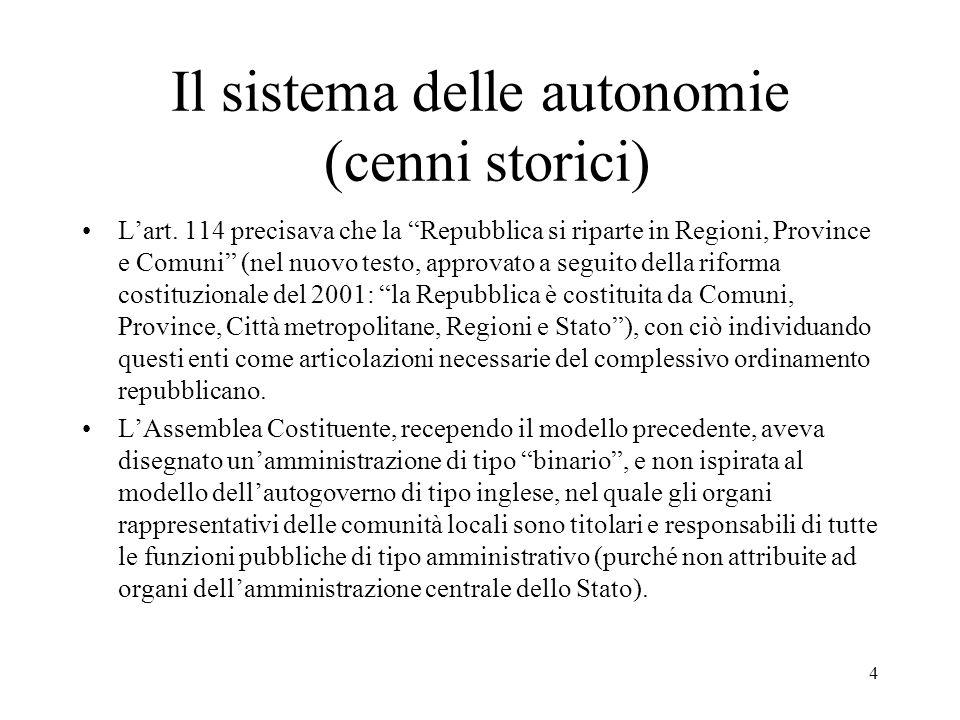 """4 Il sistema delle autonomie (cenni storici) L'art. 114 precisava che la """"Repubblica si riparte in Regioni, Province e Comuni"""" (nel nuovo testo, appro"""