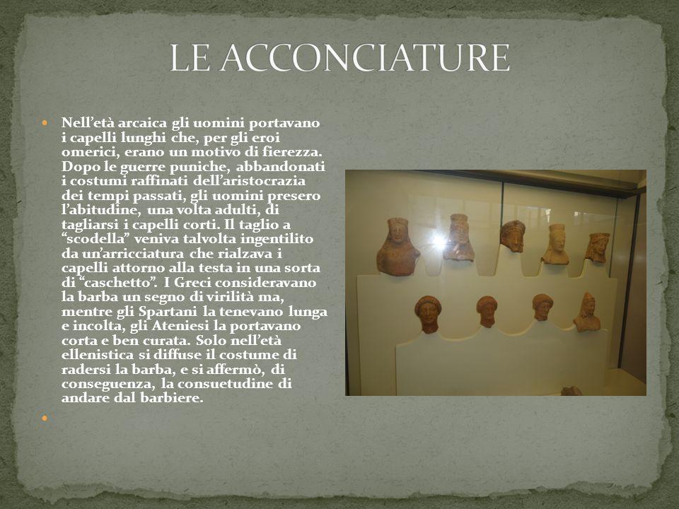 Nell'età arcaica gli uomini portavano i capelli lunghi che, per gli eroi omerici, erano un motivo di fierezza. Dopo le guerre puniche, abbandonati i c